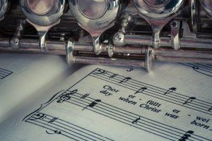 Musik Instrument auf Noten