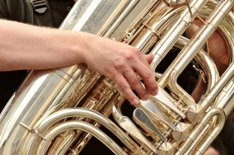 Tuba spielen
